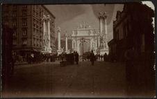 Sans titre [arc de Dewey à Madison Square érigé afin de célébrer la victoire du...