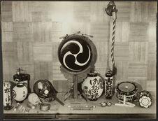 Sans titre [instruments de musique et lanternes]