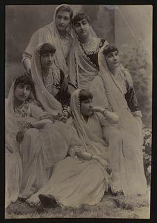 Groupe de six soeurs Parsi