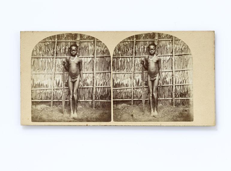 Jeune fille de la tribu des Pahouins