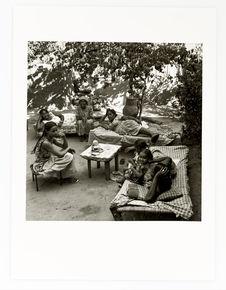 Les tantes de Abbas et leurs filles jouent à la divination ( Wadea) après le...