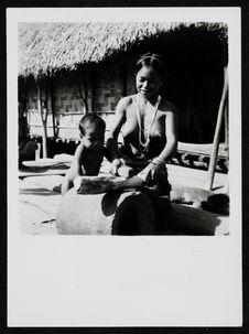 Sans titre [une femme et un enfant]
