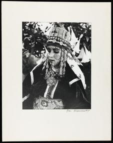 Sans titre [tenue traditionnelle de la mariée au cours des fêtes]