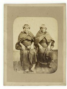 Sans titre [deux femmes assises]