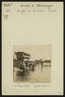 Arrivée à Ménongue, passage de la rivière Liouka