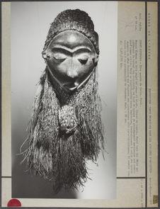 Masque kiwoyo en bois