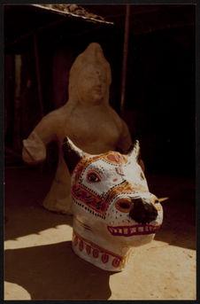Cuttack [tête de vache sculptée]
