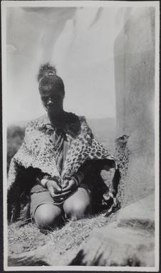 Sans titre [portrait dune femme à genoux]