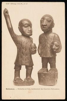 Statuettes en bois, représentant des guerriers dahoméens