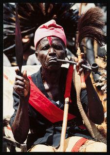 Portrait de chef tégé, nkumu, de la chefferie d'Ewo