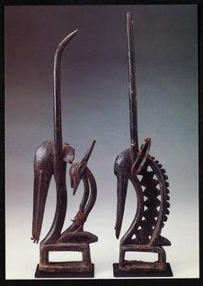 Ein Paar Tanzaufsätze tjiwara [une paire de pièces de danse tjiwara]