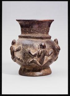 Zeremonial-Gefäss mit Frochmotiv [vase de cérémonie à motif grenouille]