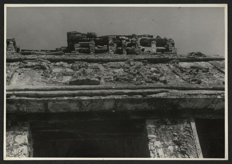 Palenque, Temple del Sol, frise supérieure et crénelage de la façade orientale