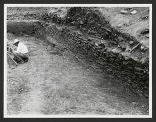Los Cerritos, côté Nord de la pyramide 1 avec le couloir entre la pyramide et la...