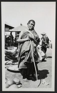 Birmania Nord, mendicante buddista