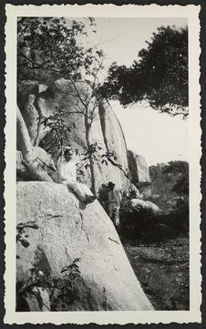 Mr Huâu et M. G. [?] sur la montagne de L. P. (Baria) au bod de la mer