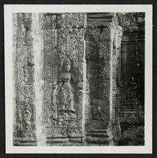Banteai Kdei, pilastre