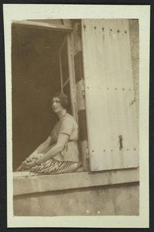Ermitage [portrait d'une femme]