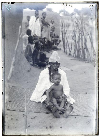 Négresse et bébé (jeune Peulh)