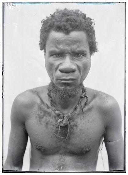 Homme Ba-Binga de Suanguié