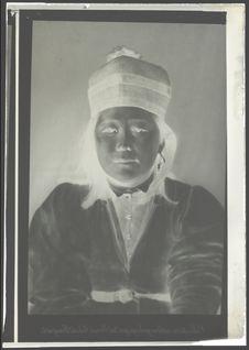 Collection anthropologique du prince Roland Bonaparte. [Portrait d'une femme de...