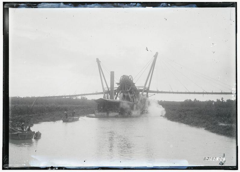 Creusement du canal duTriton