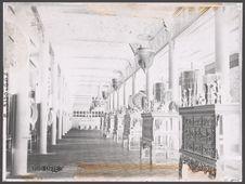 Interieur du palais Phung-Tien