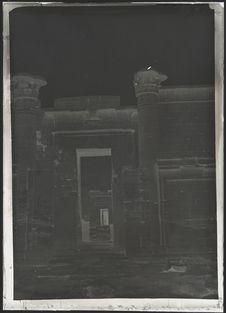 Sans titre [entrée d'un temple]