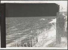 Esclaves nègres plongeurs cherchant des pierres
