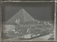 Sans titre [le sphinx et une pyramide de Gizeh]