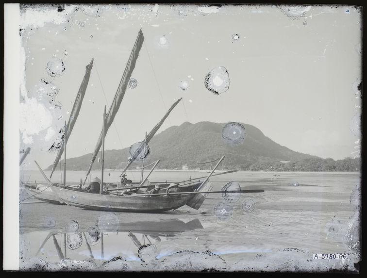Sampan [Embarcations dans  la baie]
