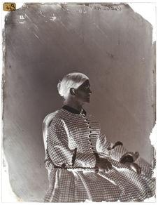 Anouchka Mchitska.- environ 45 ans
