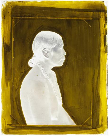Suriname [Portrait de profil, en buste, d'une femme]