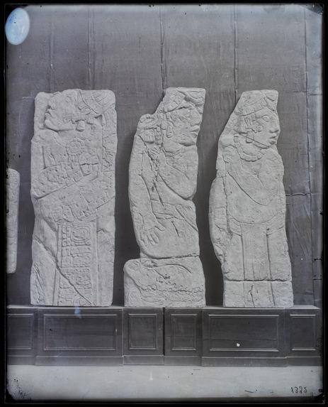 Palenque. Trois bas-relief de l'escalier de la cour à Palenque