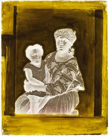 Suriname [Portrait de face d'une femme avec son enfant dans les bras]