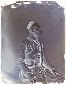 Mohamed au Saïd Zerouke [Portrait de profil, de trois quarts, d'un homme]