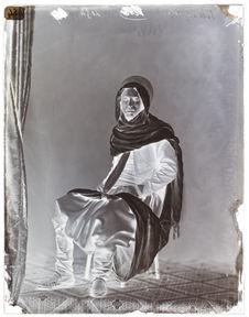Ben-Zian-ben-Sliman [Portrait de face en pied, de trois quarts, d'un homme]