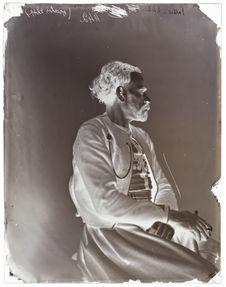 Ahmed-ben-Kilgassem [Portrait de profil d'un homme assis sur une chaise]