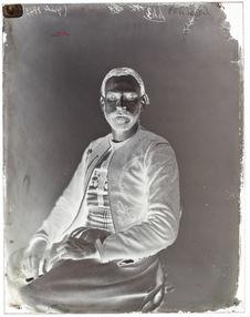 Ahmed-ben-Kilgassem [Portrait de face d'un homme assis sur une chaise]