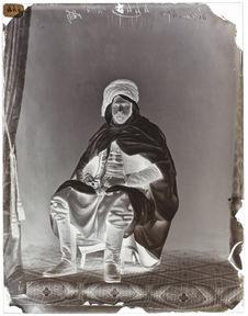 Ahmed-ben-Kilgassem [Portrait d'un homme en pied, assis sur une chaise]