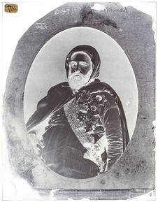 L'Emir Abd-El-Kader. [Portrait de face, en buste, d'un homme barbu]