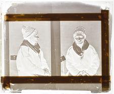 Lapon [Portrait d'une femme assise sur une chaise ; face et profil]