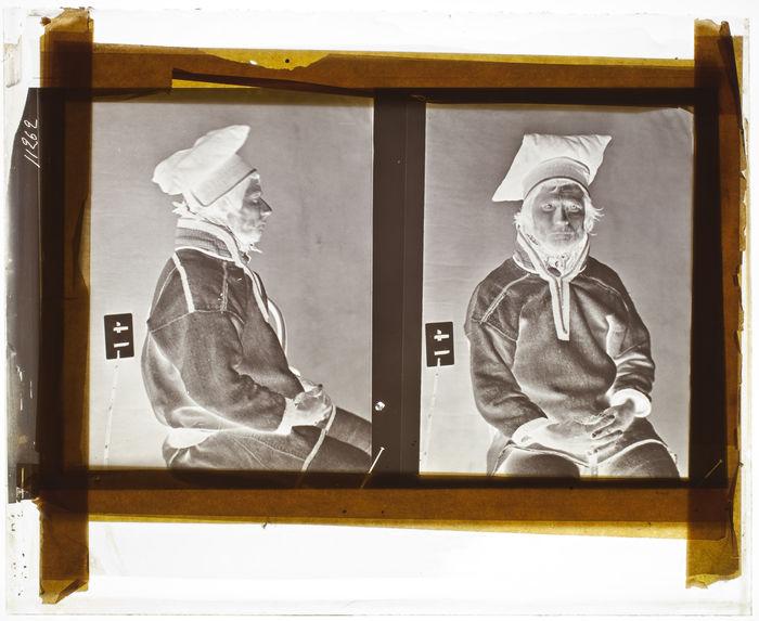 Lapon [Portrait d'un homme assis sur une chaise ; face et profil]