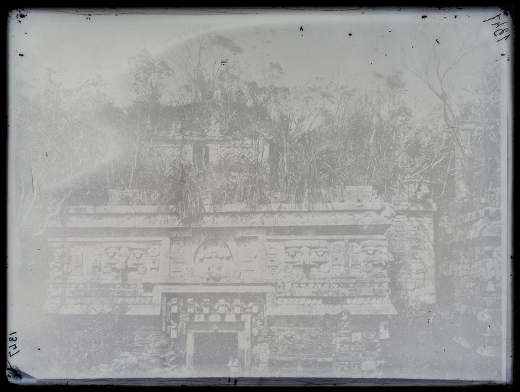 Chichen-Itza. Façade du palais des nonnes