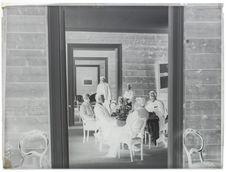 Lapons - Vues [Repas pris par les membres de l'expédition]