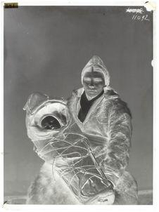 Lapons - Types [Femme lapone en costume d'hiver et enfant]