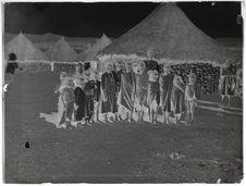 Groupe d'enfants indigènes à Asmara