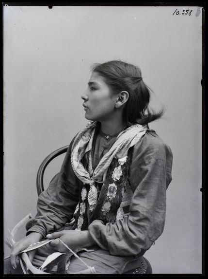 Peaux-rouges [Omahas] [portrait d'une jeune fille]