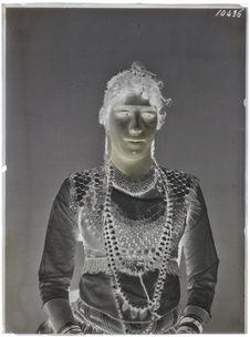 Egyptiens [Portrait en buste d'une femme]