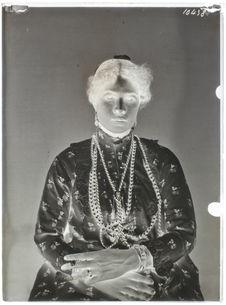 Egyptiens [Portrait en buste de femme]